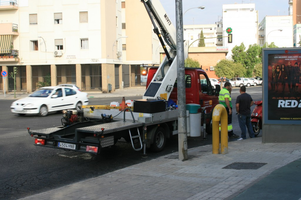 Hoy están en la calle Éfeso y mañana realizarán su trabajo en la calle Jerusalén