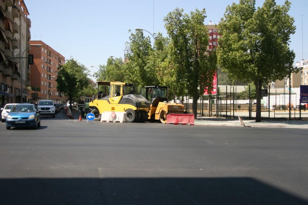 Urbanismo ha asfaltado 2.730 metros cuadrados en la calle Tharsis, en la imagen, y 13.040 en Arroyo.