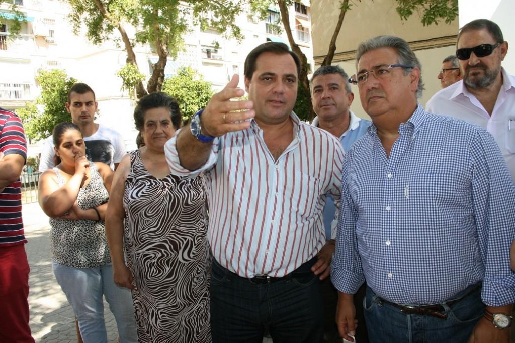 El delegado del distrito San Pablo-Santa Justa, Jaime Ruiz, repasó con el alcalde, Juan Ignacio Zoido, las mejoras de la Plaza del Kirri.