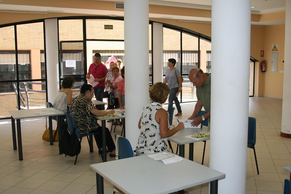 El Centro Cívico San Pablo se ha convertido en el punto de encuentro para los solicitantes de talleres.