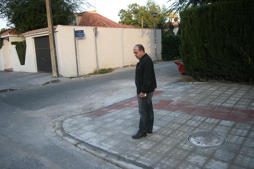El propio dueño de la empresa adjudicataria, Antonio Castellanos, quiso comprobar de primera mano el acabado.