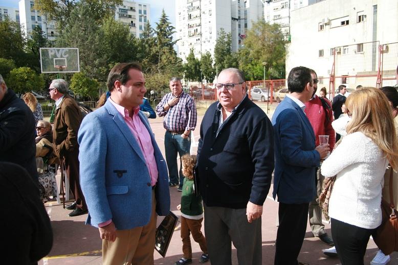 Junto al presentador del evento, Carlos Varela.