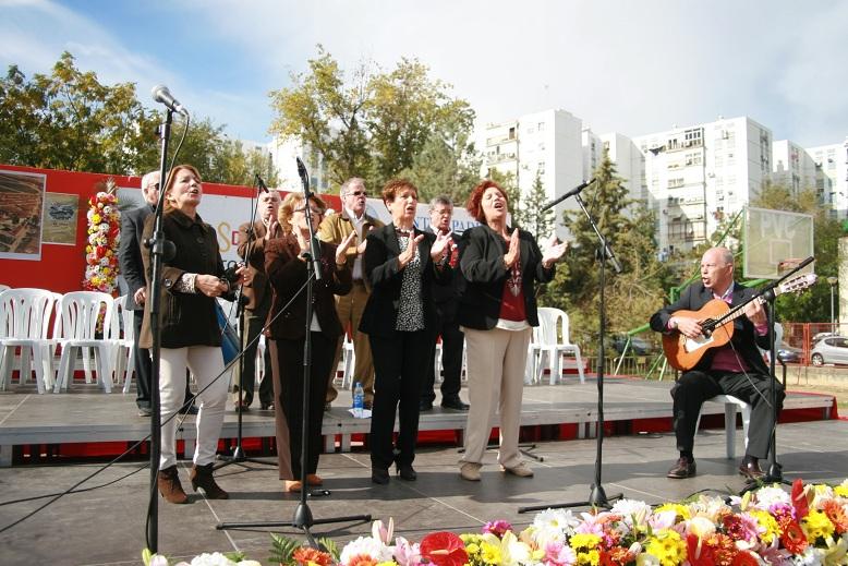 El coro de la A.VV. El Pueblo acudió invitado por la organización.