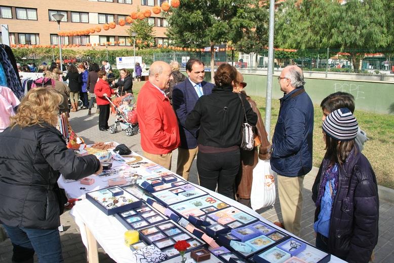 El Mercadillo Solidario fue punto de encuentro y motivo de conversación.