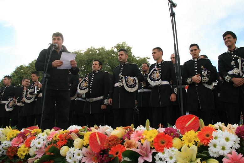 El presidente del Perdón, José Antonio del Castillo, presentó a la banda del Cautivo de Santa Genoveva.