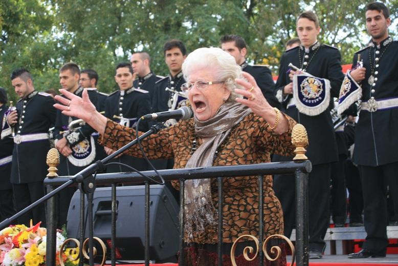 La saetera, Ana Aguilar, demostró a sus 88 años que no ha perdido ni un ápice de fuerza en su voz.