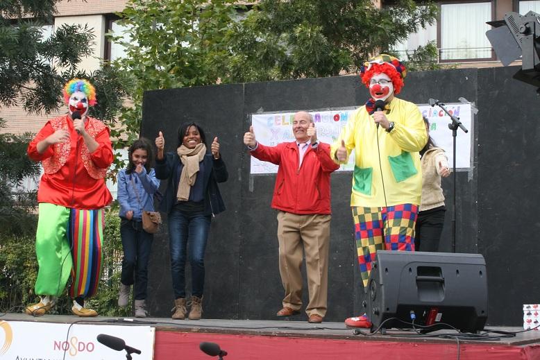 El presidente de la A.VV. Huerta de Santa Teresa, Miguel Cáceres, lo dio todo sobre el escenario.