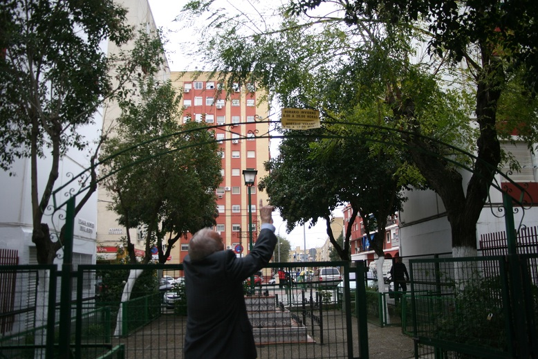 El forjado lleva las iniciales del que lo forjó, Manuel Ruiz Ojeda.
