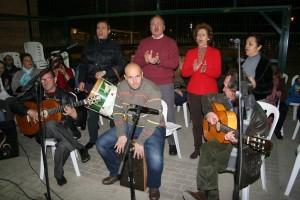 El coro de La Corza volvió a darlo todo y animó la velada con cantes típicos de la época.