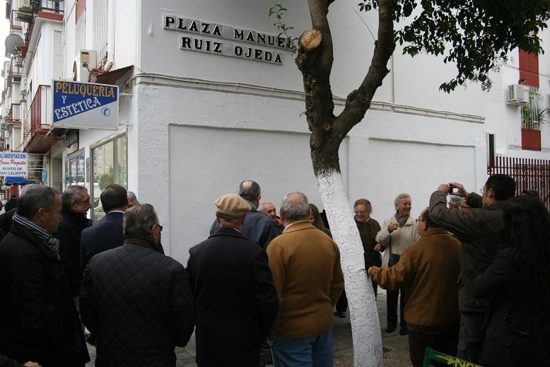 La plaza está situada en el barrio del Zodiaco, en el distrito San Pablo-Santa Justa.