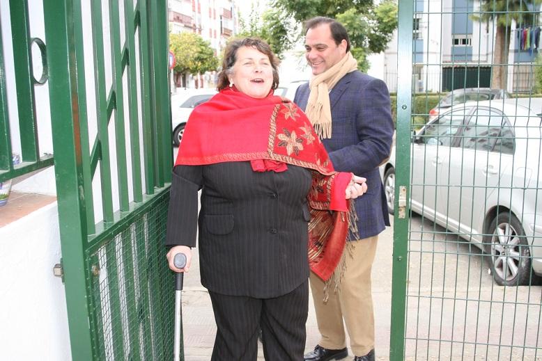 La vocal de Cultura de la A.VV. El Pueblo, Dolores Varela, derrochó simpatía y colaboración.