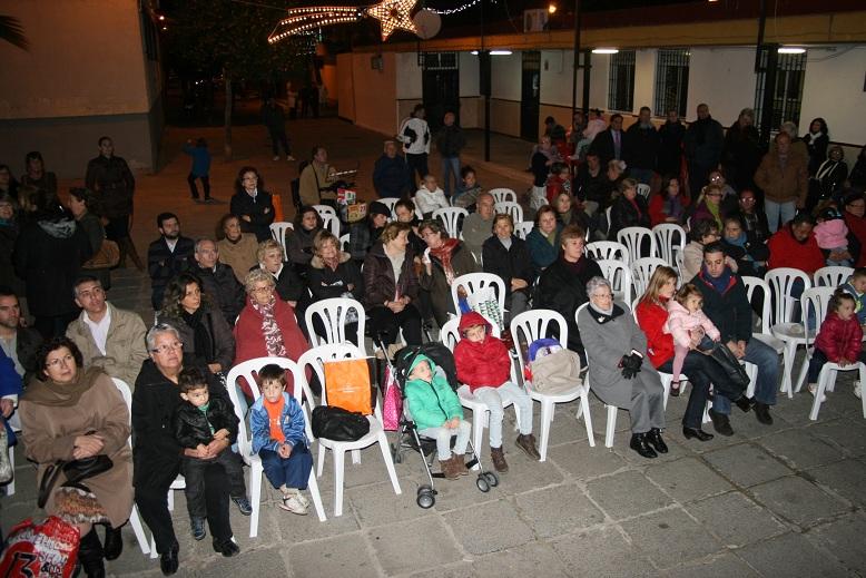 Vecinos del Polígono de San Pablo y de La Corza estuvieron en la plaza Cristo de Velázquez.