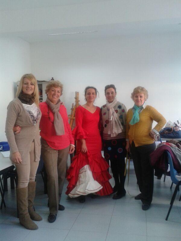 Un ejemplo de traje de flamenca confeccionado por una alumna.