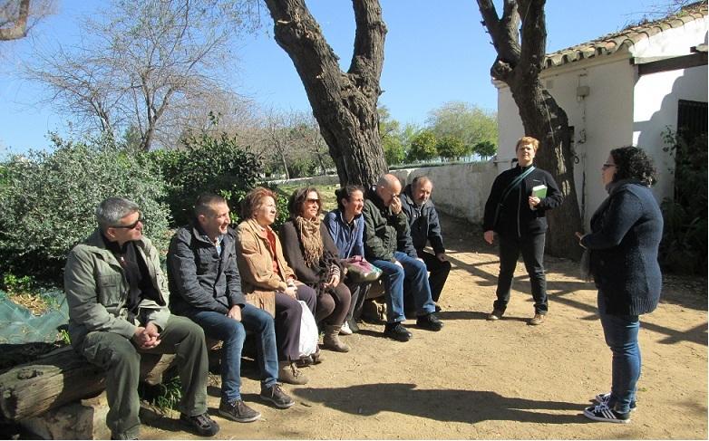 El taller de Jardinería durante uno de sus encuentros al aire libre