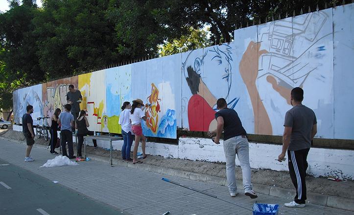 El cerramiento del IES San Pablo en la Calle Éfeso que desde el pasado lunes luce repintado