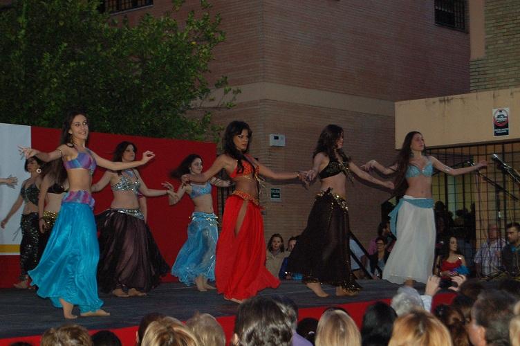 La exótica danza del vientre que nos presentó Rocío Mora y su grupo de alumnas