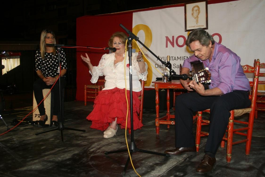 Los artistas recibieron el cariño del público que llenó la plaza de la Toná.
