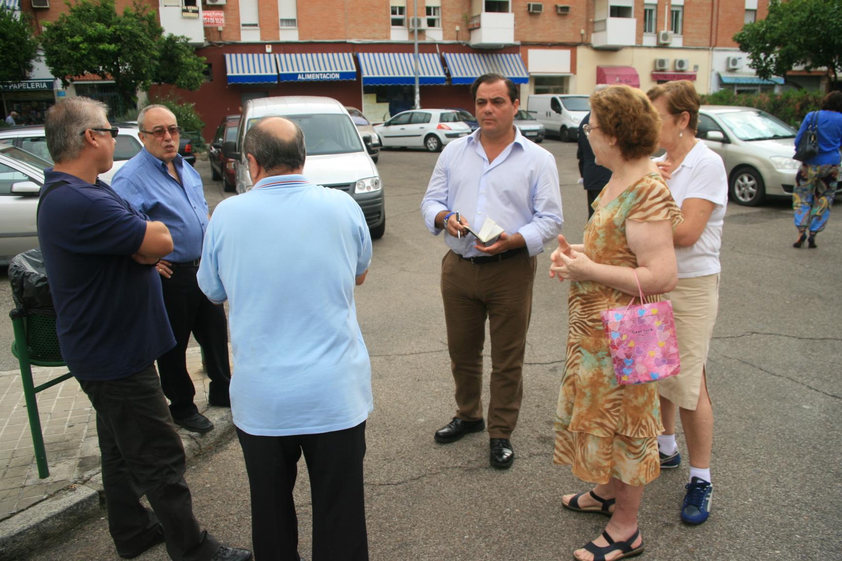 El delegado Jaime Ruiz, junto los representantes vecinales de San Carlos Primera Fase