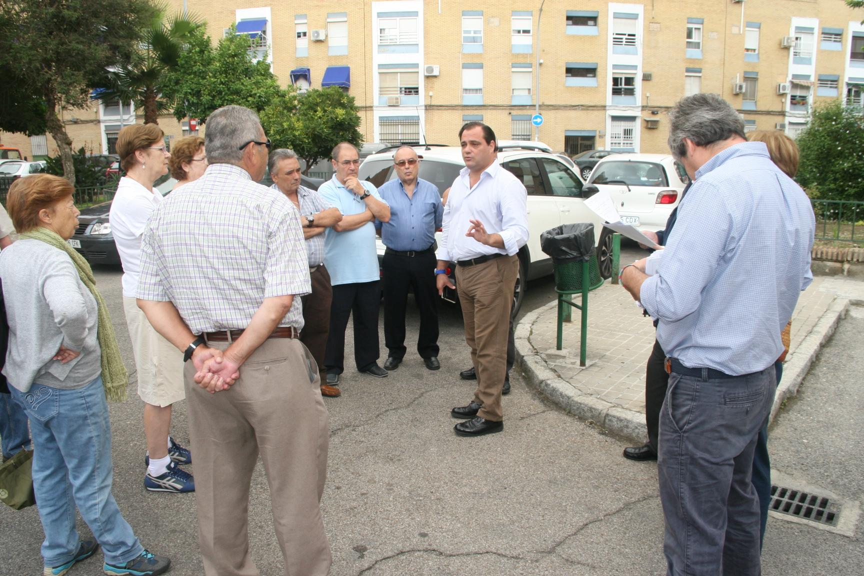 Jaime Ruiz explicó a los presentes junto a los técnicos las modificaciones puntuales que se podían realizar.