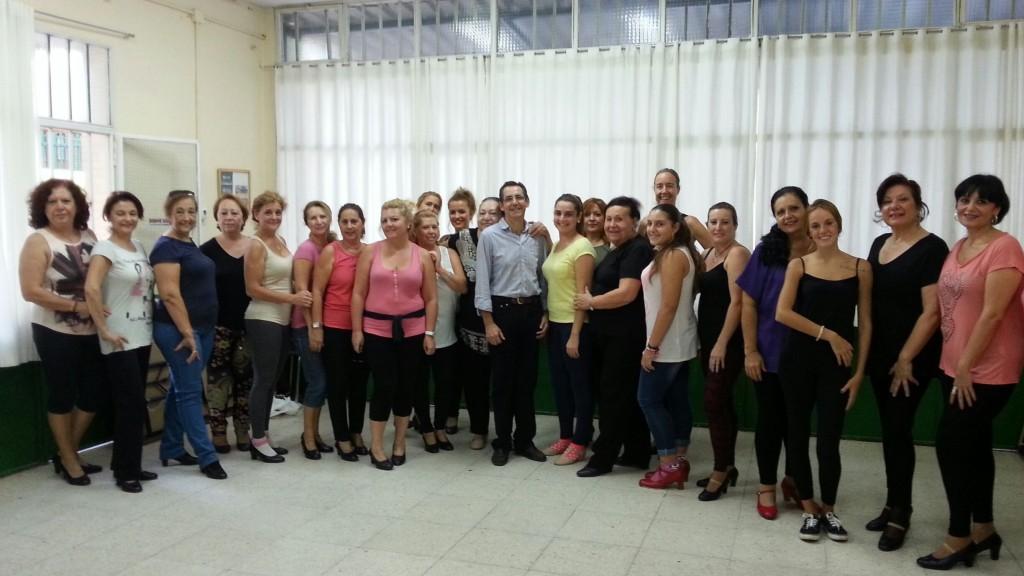 Taller de Baile Flamenco Inicial en la A.VV. Raíces con la monitora Carmen Montiel.