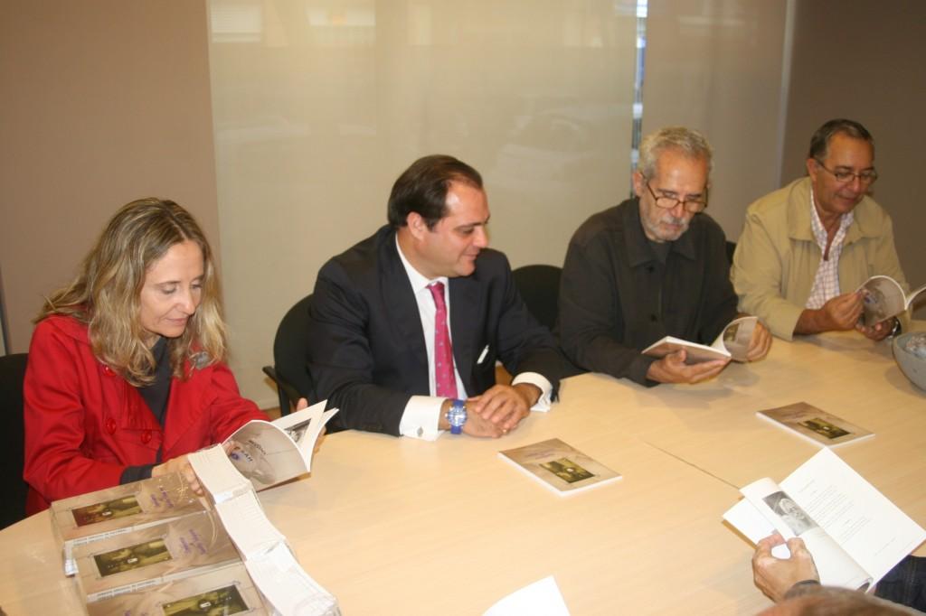 """Miembros de """"Noches del Baratillo"""" y del colectivo """"Creación Fotográfica"""" han colaborado con el libro."""