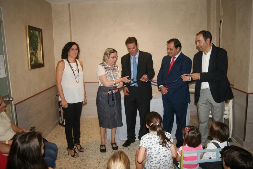 """La """"mecenas"""" Marilú Paniagua tuvo el honor de cortar la cinta de la reinauguración de la sede."""