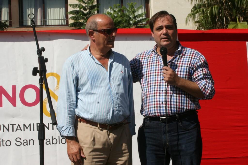 El presidente de la A.VV. Huerta de Santa Teresa, Miguel Cáceres junto al delegado del Distrito, Jaime Ruiz.