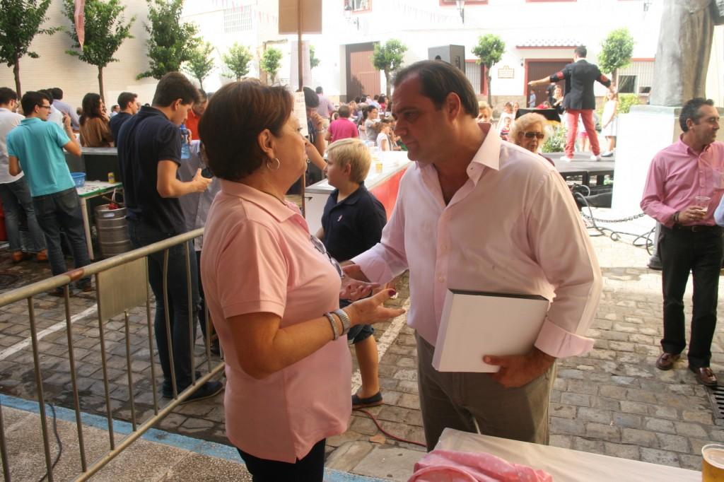 Mª Ángeles Martín, presidenta de la Archicofradía y el delegado, Jaime Ruiz.