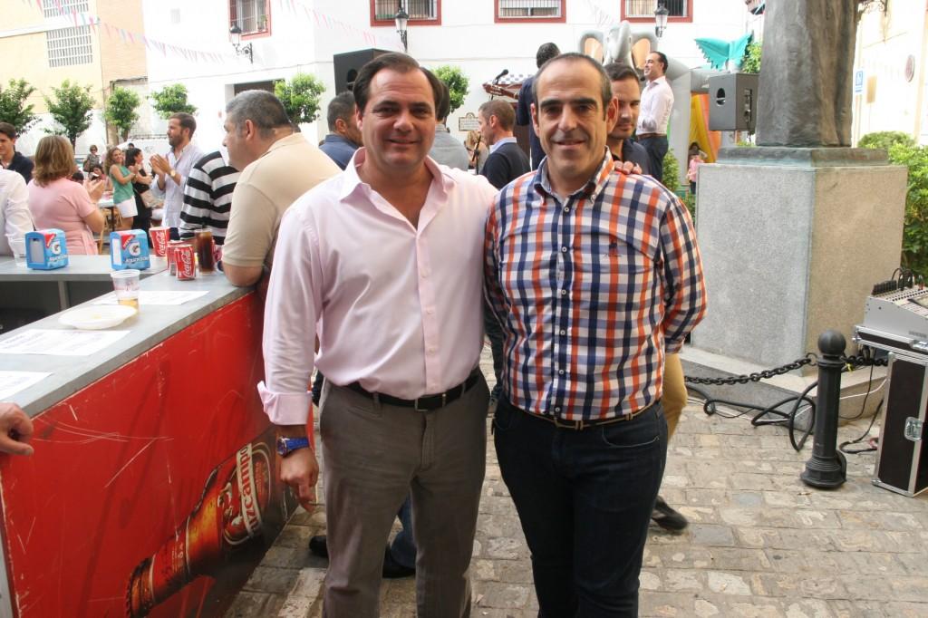 El delegado Jaime Ruiz junto al actual Hermano Mayor de la Trinidad, Juan Manuel Piñas.