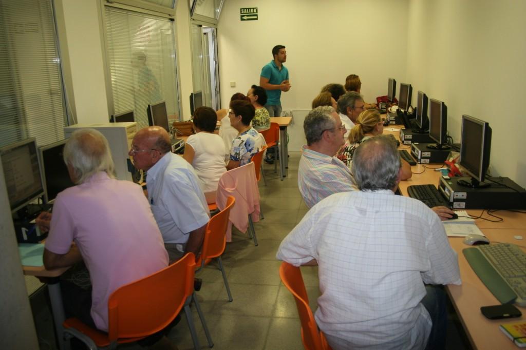 Taller Informática Intermedio 3 en la A.VV. Amanecer.