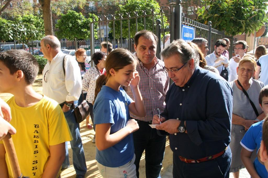 La joven Pilar Blázquez Fernández puso la anécdota de la jornada al preguntarle al Alcalde si había leído su carta.