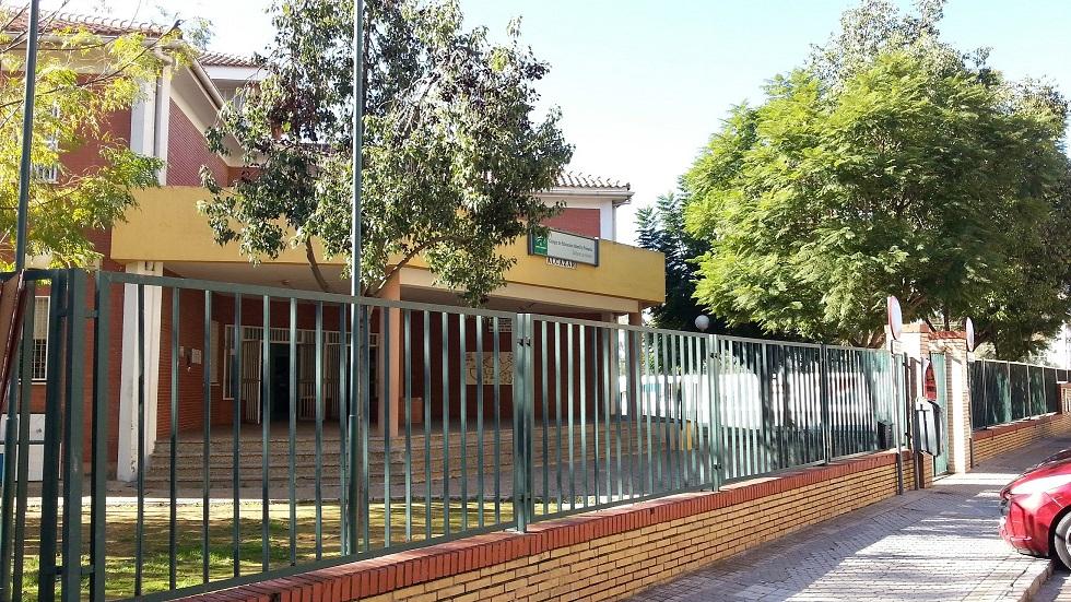 Entre los colegios Baltasar de Alcázar I y II el Ayuntamiento de Sevilla se ha gastado en mejoras 92.000 euros.