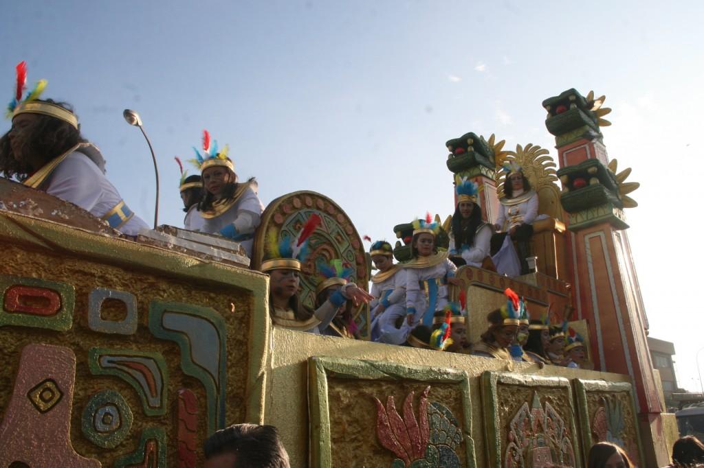 La carroza de los Mayas lo dio todo a través de la A.VV. Los Granados.