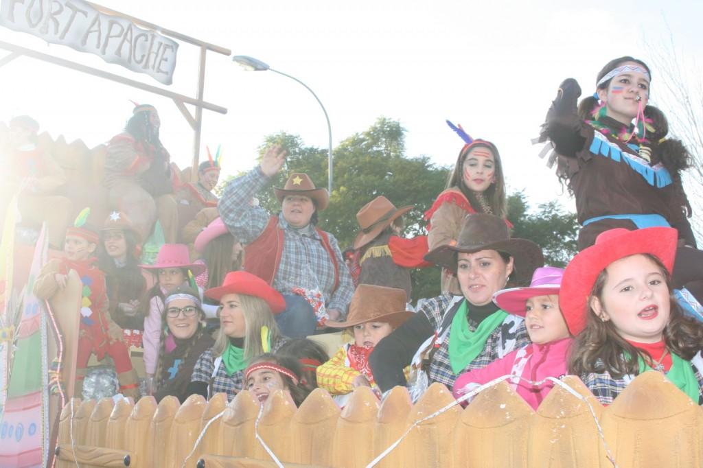 Esta carroza estuvo llena de niños y mayores de la Asociación Cultural Pro-Hermandad Stmo. Cristo de la Humillación.