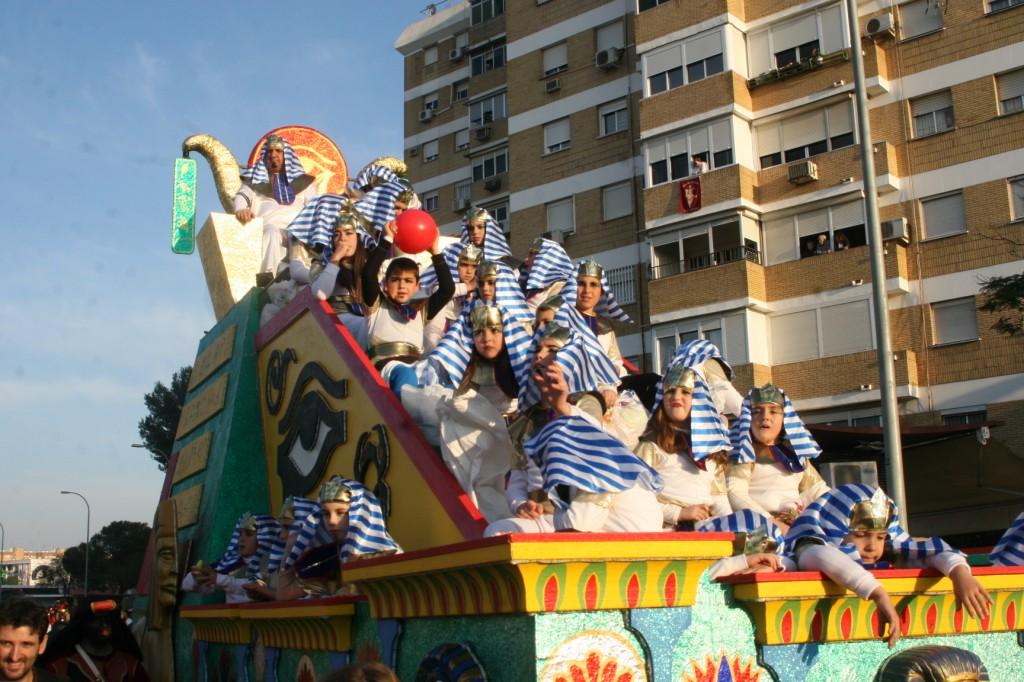 La Intercomunidad de Vecinos El Zodiaco fue representada en la carroza de Egipto.