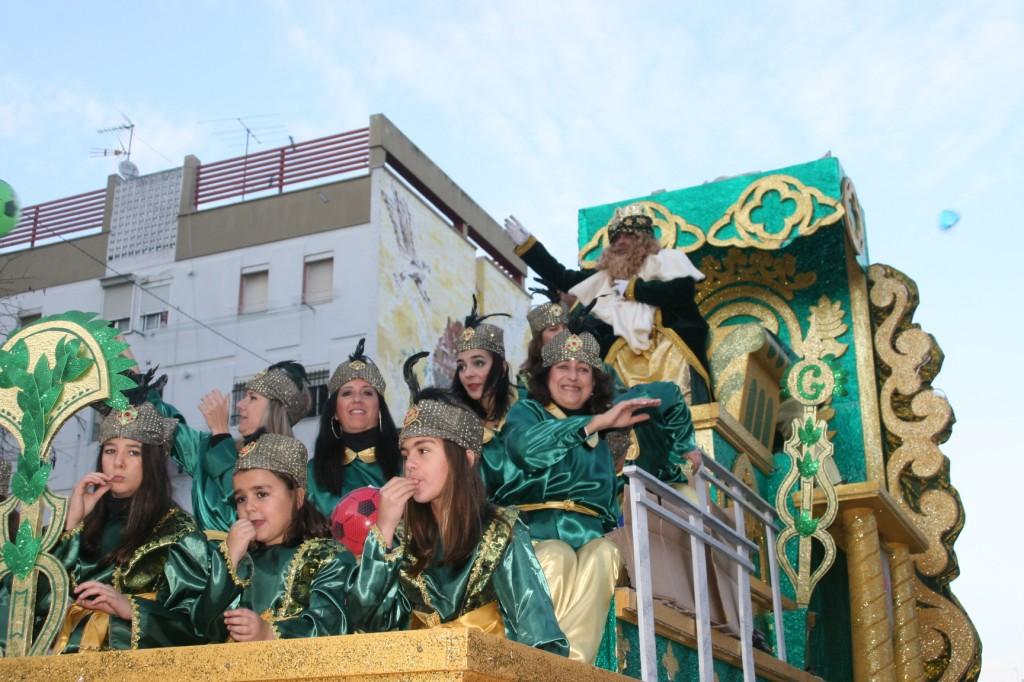 La carroza del Rey Gaspar se distinguió por su elegancia e ilusión.