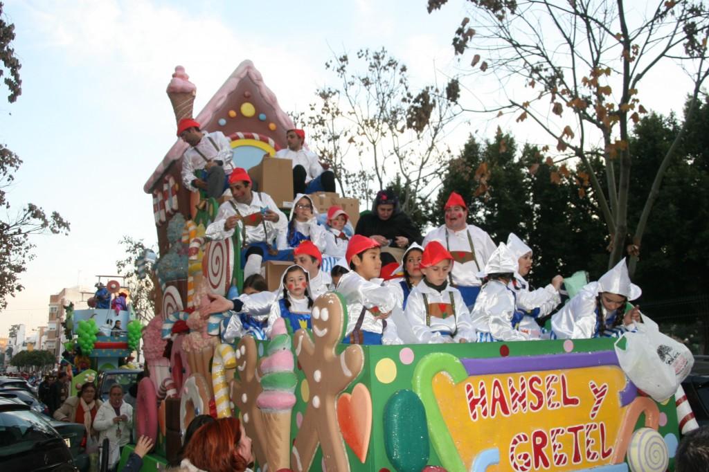 El Club Deportivo el Pilar desfiló en la Carroza de Hansel y Gretel.