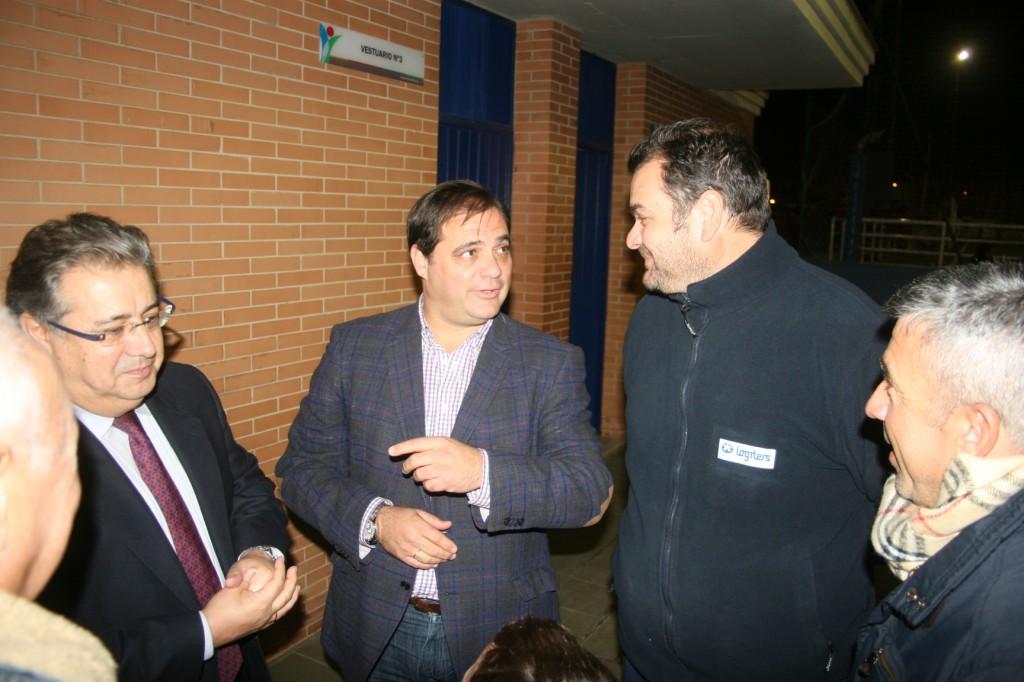 Políticos y deportistas departieron en busca de soluciones que mejoren el estado de las instalaciones.