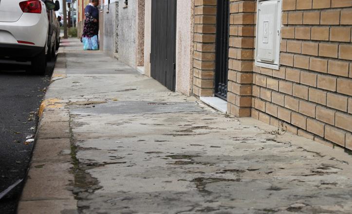La acera de la calle Manuel Gonzalo Mateu