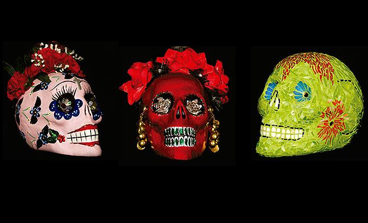 Tres de las obras de la exposición 'Calaverías: calacas, calaveras y calaveritas'.