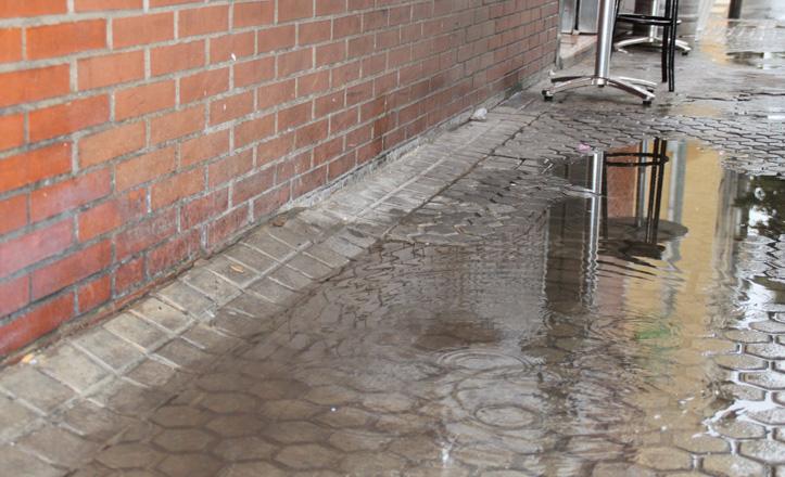 aceras-avenida-reino-unido-llueve