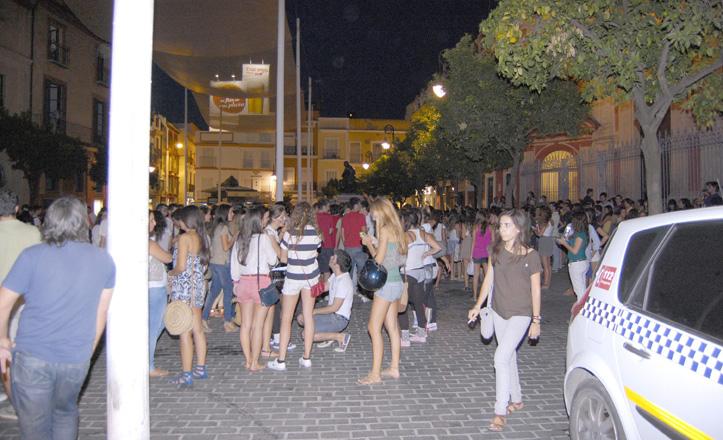 «Botellón» en la Plaza del Salvador