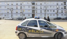 Un coche de Policía en Pino Montano