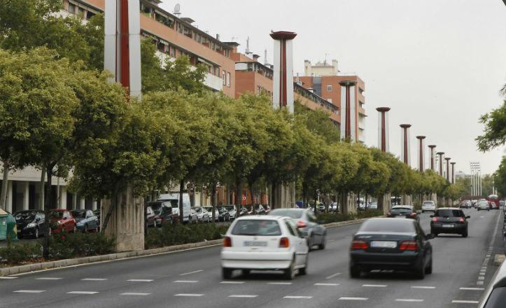 El Ayuntamiento adecentará las farolas de la calle Torneo