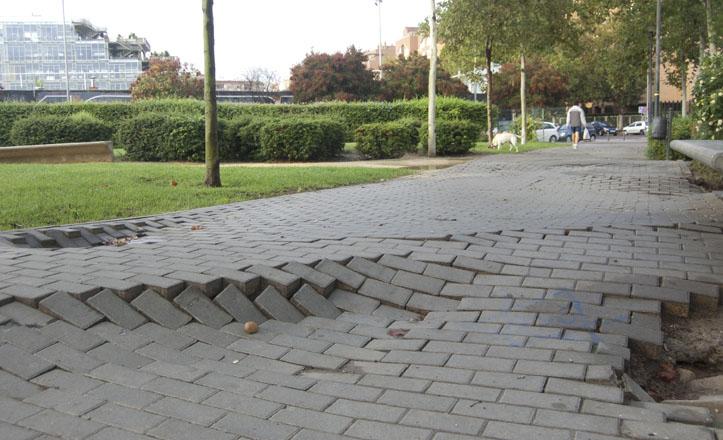 Estado del pavimiento en el parque de Santa Justa