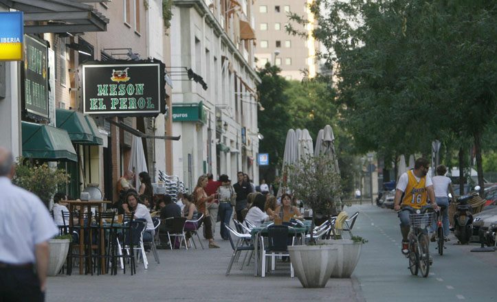 Veladores en la avenida de la Buhaira
