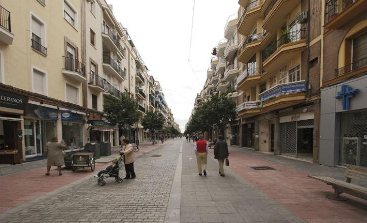 La calle Asunción de la barriada de Los Remedios