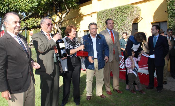 Juan Ignacio Zoido, María del Mar Sánchez Estrella, Rafael Belmonte y los representantes de cuadras Sayago