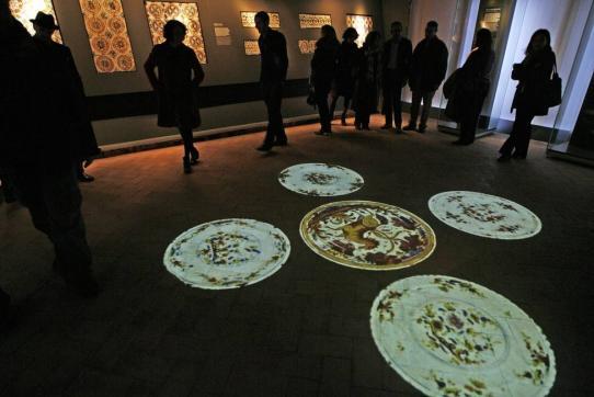 exposición lozas y azulejos de triana en el alcázar