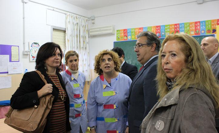 Juan Ignacio Zoido y Carmen Ríos en el Colegio de Tablada Vara del Rey